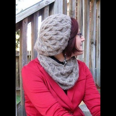 Alna Hat & Cowl by Susanna IC, photo © Susanna IC