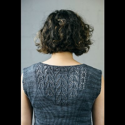 Arequita Tunic by Susanna IC, designed for Manos del Uruguay, featuring Manos del Uruguay's yarn, photo © Fairmount Fibers, Ltd.